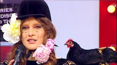 Video HD IULIA ALBU isi prezinta tinuta 17 APRILIE 2014