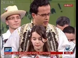 Copiii lui Voiculescu Gadea Oana Stancu Dana Grecu si alti lingai de la Antena3 in costume populare